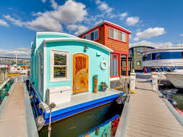 100 Lake Union Houseboat For Sale 22 Houseboats And Floating Homes For Sale In Seattle Right