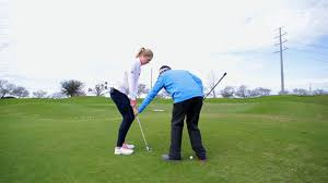 canap駸 salon coaching chipping from uphill lies