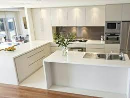 cuisine blanche pas cher cuisine blanche laquéе avec sol en parquet et lino blanc meubles