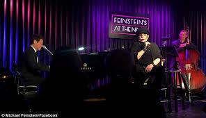 liza minnelli shocks sf clubgoers with surprise performance and