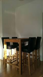 hochtisch mit vier stühlen