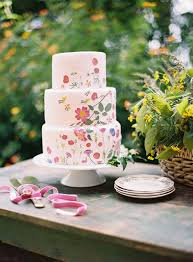 Because Extravagantly Designed Wedding Cakes Are So Trendy Right Now A Beautiful Way To Add