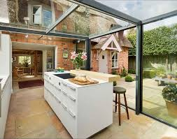 agrandissement cuisine maison extension maison toit verre amenager cuisine equipee idees