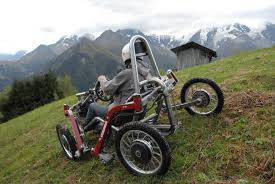 fauteuil tout terrain electrique un véhicule électrique tout terrain innovant adapté aux pmr le