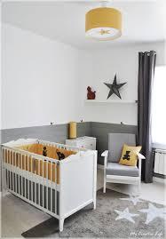 chambre enfant gris et chambre bébé jaune et gris et blanc tour de lit chambre mister