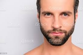 nahaufnahme zugeschnittenen portrait mit textfreiraum virile harte männliche attraktive nackt unrasiert gut aussehend atemberaubenden mann mit