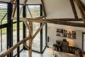 rustikale raumgestaltung und wohnzimmereinrichtung mit