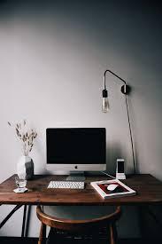 Amazing Best 25 Minimalist fice Ideas Pinterest Desk Space