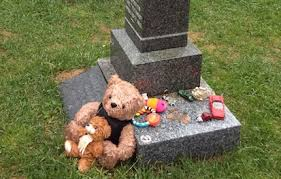 ideas for graveside decorations creative seasonal and personal ways to decorate headstones