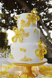A Beautiful Wedding Cake featured on Style Me Pretty