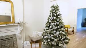 How To Decorate Your Christmas Tree In Winter White Martha Stewart