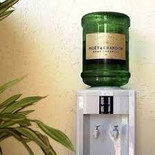 fontaine de bureau la française prend le temps de la réflexion mhhh gucci ou prada