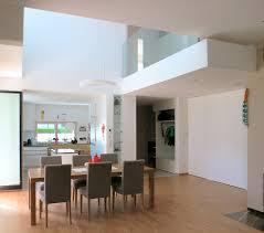 esszimmer mit luftraum archipur architekten aus wien moderne