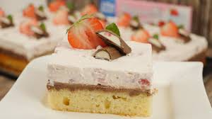 rezept yogurette schnitten rezept erdbeer schmand schnitten