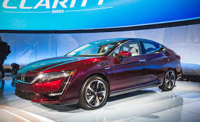 2017 Honda Clarity Fuel Cell First Drive | Review | Car And Driver