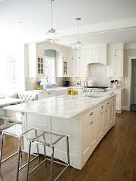 All White Kitchen Decor With A Silver Backsplash And Quartz Counters For Serene