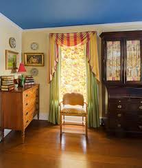 Refreshing A Colonial Revival Bath The Master Bedroom Illustrates Owners Love Of Color She Acted As Interior Designer During