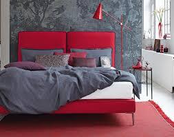 signalwirkung schlafzimmer in rot und grau bild 7