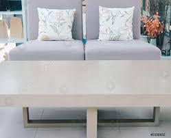 foto auf lager kissen auf dem sofa stuhl im wohnzimmer zu hause wohnung innenausstattung