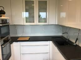küchenrückwand glas günstig standardfarbe spritzschutz auf