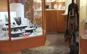 braquages de bijouteries à orthez et pau 3 jeunes devant les