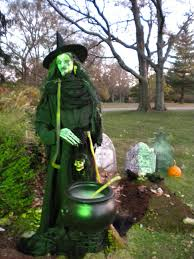 Halloween Yard Decorations Pinterest by How To Make A Life Size Scary Shakesperean Witch For Halloween