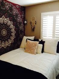 16 Bedroom Decorating Idea With Tapestries