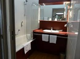 bad mit wanne waschbecken ohne fenster keine steckdosen