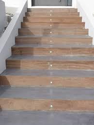 beton cire sur escalier bois béton ciré sur escalier extérieur à marseille artisan en béton