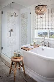 Chandelier Over Bathtub Soaking Tub by Best 25 Soaker Tub Ideas On Pinterest Bathtubs Soaker Tub With