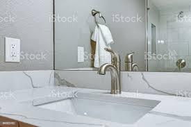 luxus badezimmer interieur mit marmor top waschtisch stockfoto und mehr bilder architektur