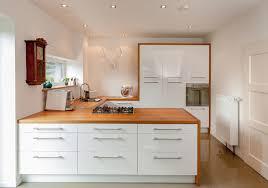 küche in weiß hellem holz modern küche hannover