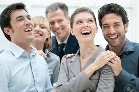 equipe bureau équipe commerciale bonne sourire et rire ensemble au bureau de