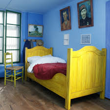 schlaf in vincents schlafzimmer route gogh europe