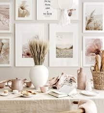 ruhiger strand bilderwand rosa beige esszimmer weiße holzrahmen