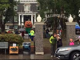Halloween Town Cast 2017 by Debbie Reynolds Is Being Remembered By U201challoweentown U201d Cast This