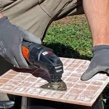 enlever colle a carrelage réparer le carrelage décollé d une terrasse