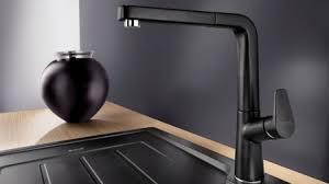 schwarz in der küche blanco