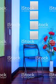 moderne wohnzimmer dekoration mit bunten künstliche blumenvase stockfoto und mehr bilder architektur