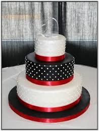 likes for her black and white wedding we discovered some amazing wedding cakes Not all were good for her wedding style but they might work for you