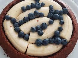 ruck zuck maulwurfkuchen mit banane und blaubeeren