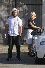 100 Pam Anderson House Ela And Her New Aston Martin Visiting A Friends