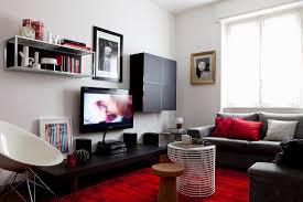 wohnzimmer mit schwarzen möbeln und bild kaufen