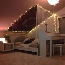 dachschräge mit mandala wandteppich indischesschlafzimmer