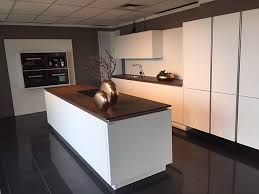 mattweiße küche im industriallook küche weiß matt mit keramik arbeitsplatte