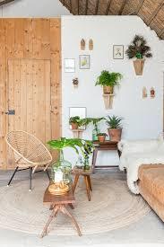wohnzimmer in naturtönen mit vielen bild kaufen
