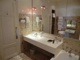 badezimmer mit kunststoff waschbecken picture of hotel