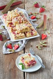 erdbeer rhabarber kuchen mit streusel rezept