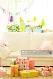 baby shower partydekorationen und geschenke im wohnzimmer