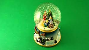 Thomas Kinkade Christmas Tree Uk by Musical Snow Globes Family Decorating Tree Www Beckyandlolo Co
